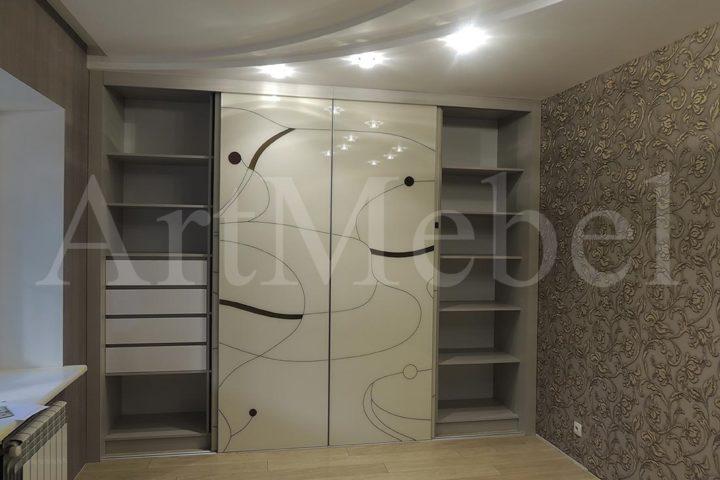 Встроенный шкаф купе в футуристическом стиле